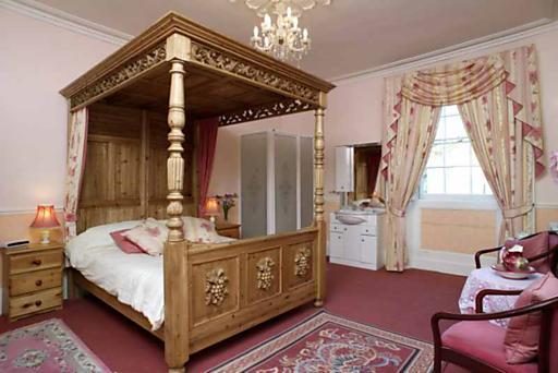 roman city guest house wooden bed