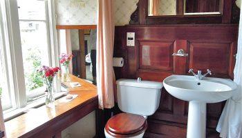 fosse farm house pinkroom bathroom