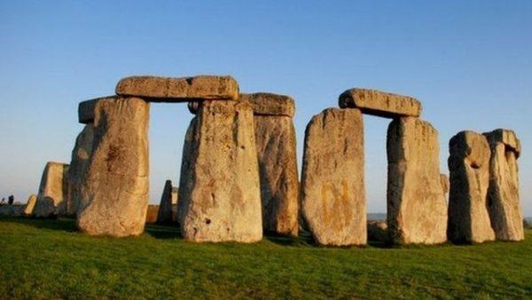 stonehenge lion tours