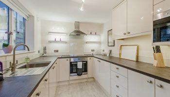 hedgemere court kitchen2