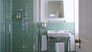 eight green bathroom